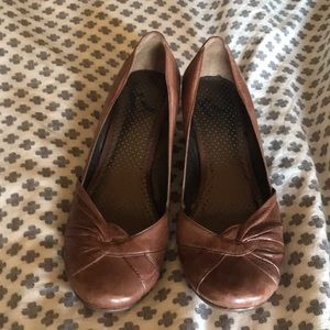 Report leather and wood wedge heel